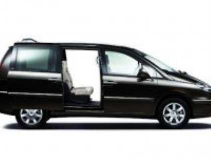 Обновленный минивэн Peugeot 807 будет интересен более широкому кругу покупателей