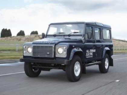 Land Rover показал в Женеве электрическую версию внедоржника Defender