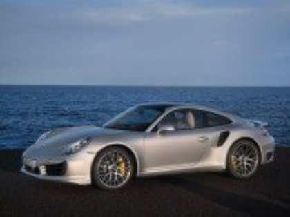 Компания Porsche представила спорткары 911 Turbo и 911 Turbo S новых поколений
