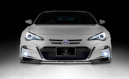 Toyota GT86 в агрессивном обвесе Rowen International