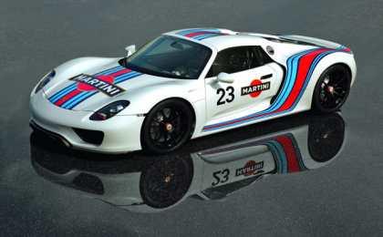 Porsche окрасил 918 Spyder в цвета Martini